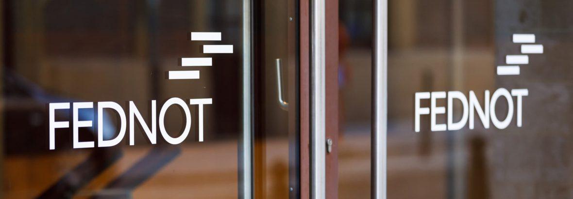 Logo Fednot op de deuren - duaal leren. Fednots
